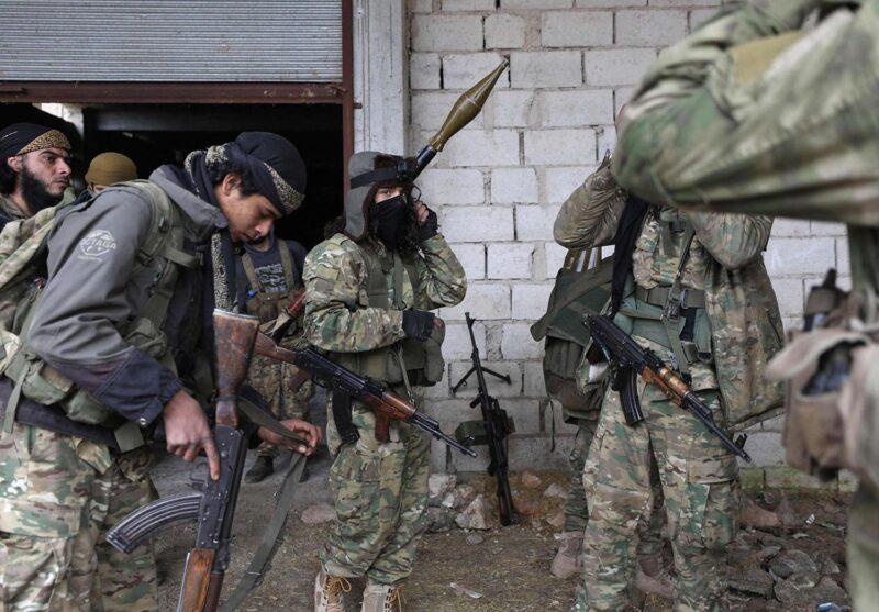 بعد استخدامهم في ليبيا واذربيجان.. المخابرات التركية تجهّز مجاميع من مرتزقتها السوريين للقتال ضد روسيا لجانب أوكرانيا