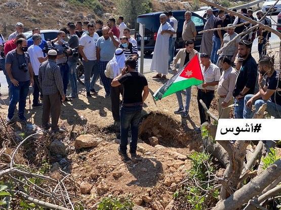 اهالي منطقة نابلس يكرّمون رُفات جندي أردني استشهد في حرب 67