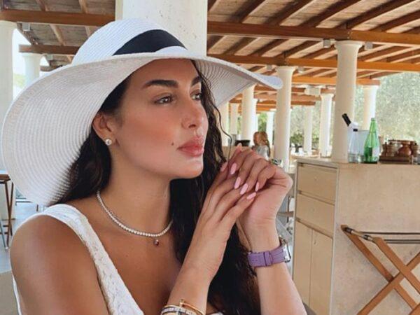 ياسمين صبرى تشرك جمهورها في وقائع اجازتها باليونان