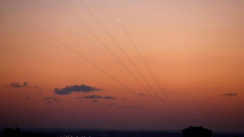 المقاومة تقصف صباح اليوم مستوطنات غلاف غزة بـ 6 صواريخ، والمقاتلات الإسرائيلية تغير على عدة أهداف في القطاع