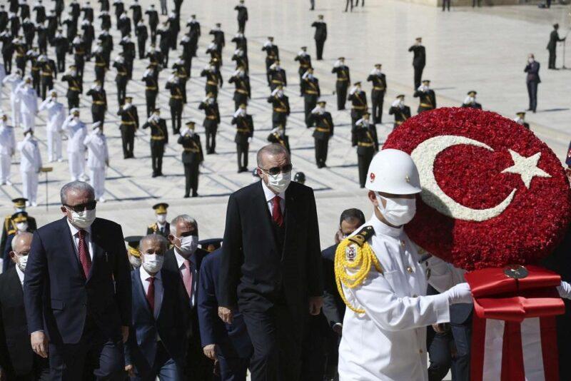 اردوغان يتحول الى عبء ثقيل على تركيا بعدما استنزف مواردها في الانفاق على مغامراته العسكرية