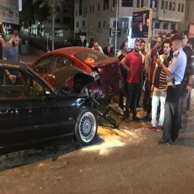 وفاة وإصابتان في حادث تصادم بين مركبتين في أبو علندا