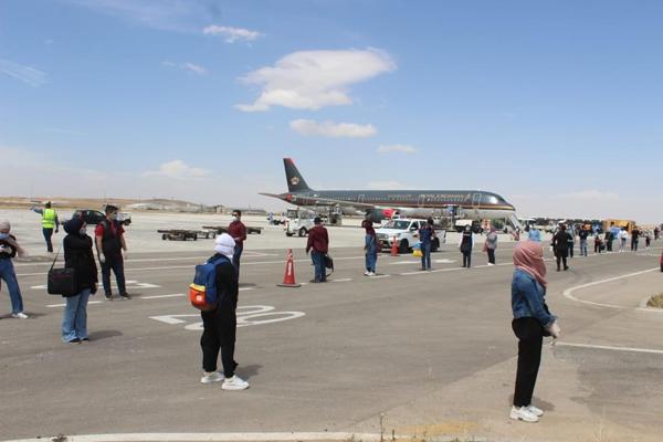 بعد توقف دام أكثر من شهر.. السماح بدخول الأردنيين القادمين من بريطانيا عبر الرحلات غير المباشرة (الترانزيت)