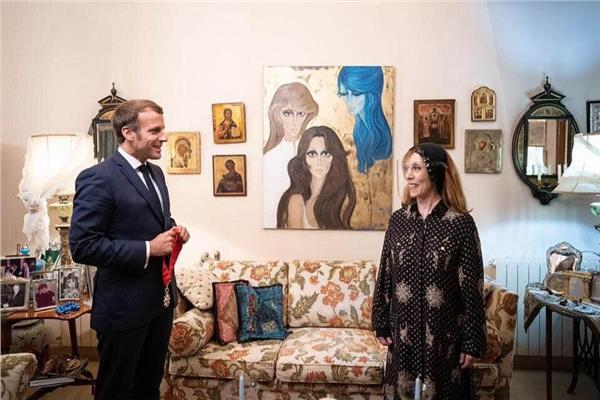 ماكرون بعد لقاء فيروز: وجدتها جميلة وقوية للغاية وتعهدت لها بدعم الاصلاحات اللبنانية/ 2 فيديو