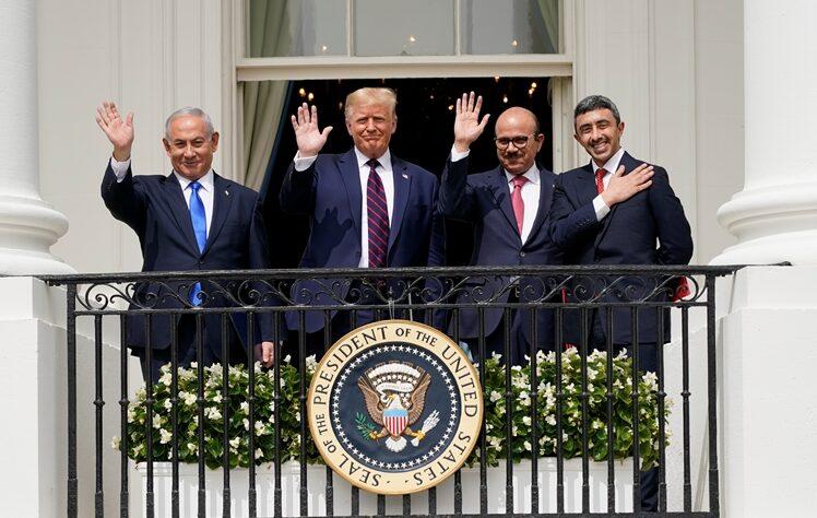 بطريقة فجة ورخيصة.. ترامب يتسول الصوت الانتخابي اليهودي لقاء دوره في اتفاقات التطبيع  بين اسرائيل والامارات والبحرين