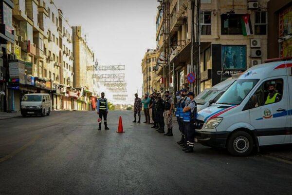 ضبط سائق شاحنة عرض حياته وحياة مستخدمي الطريق للخطر