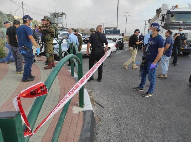 إصابة شاب بنيران الاحتلال بزعم محاولة تنفيذ عملية طعن