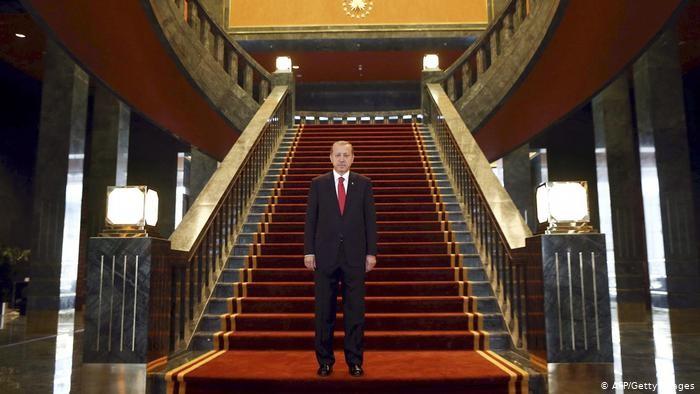 متشبهاً بالسلاطين العثمانيين.. هوس أردوغان بتشييد القصور الباذخة يعمق الأزمة الاقتصادية التركية