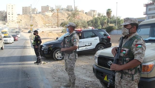 القوات المسلحة تباشر اليوم، مع مختلف الأجهزة الأمنية، تنفيذ خطة فرض الحظر الشامل في كافة محافظات المملكة