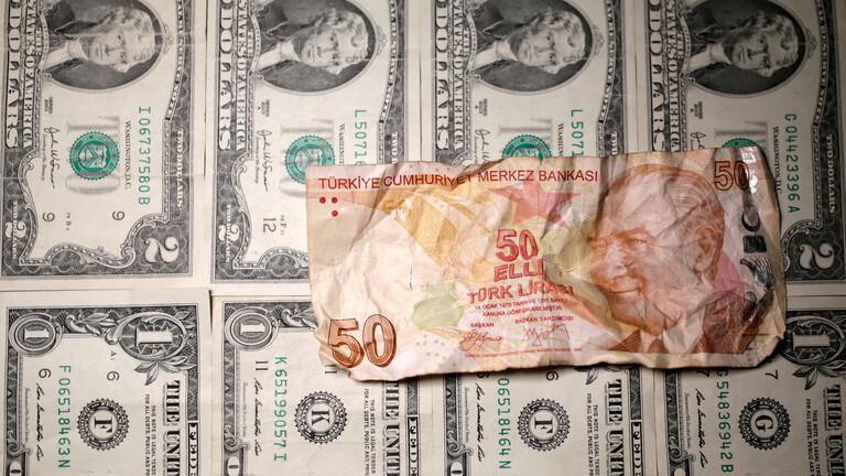 العملة التركية تهوي اليوم الخميس الى ادنى مستوياتها جراء التخوف من عواقب حروب اردوغان في عدة جبهات