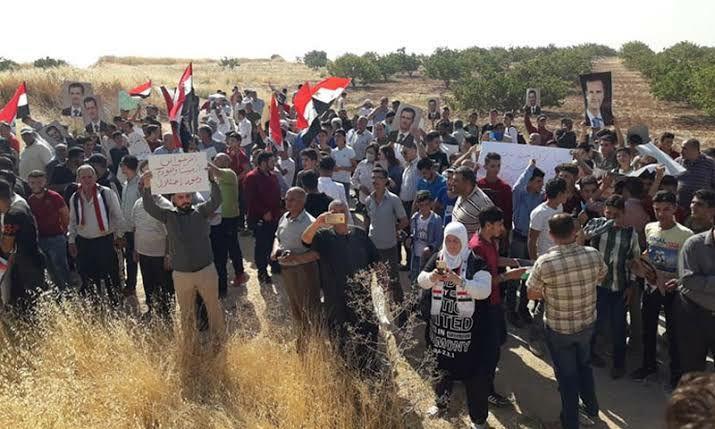محتجون من محافظتي حماة وادلب يطالبون قوات الاحتلال التركي بمغادرة سوريا