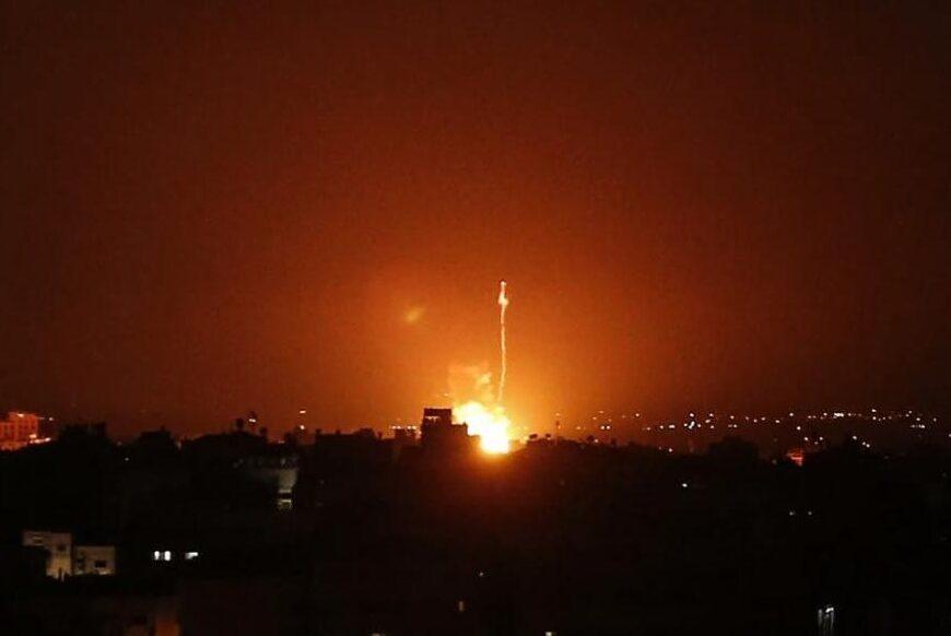 طيران العدو يغير على غزة بحجة الرد على صاروخين اطلقتهما حركة الجهاد الاسلامي لمساندة الاسير المضرب ماهر الاخرس