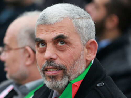4 قياديين ينافسون السنوار على رئاسة مكتب حماس بغزة غدًا