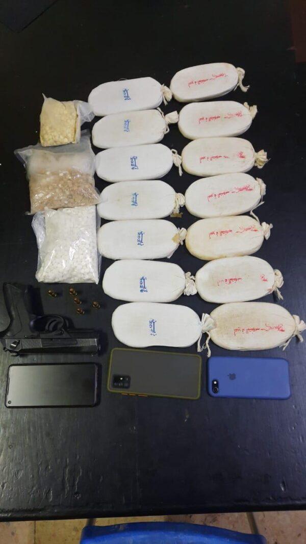 ضبط 3 مهربين للمخدرات في البادية و279 كف حشيش وسلاح ناري
