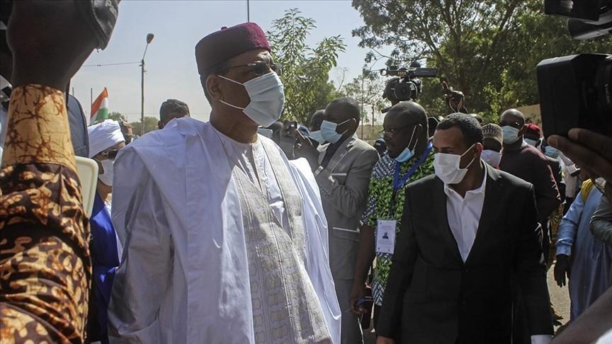 في حين قرف المواطنون العرب من حكامهم.. شعب النيجر الافريقي ينتخب رئيسا عربيا