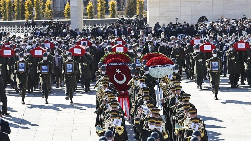 اردوغان شارك بصلاة الجنازة.. مقتل قائد الفيلق الثامن التركي في حادث تحطم مروحية عسكرية اسفر عن 11 قتيلا وجريحين
