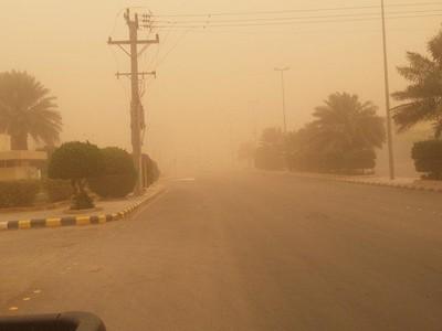 أجواء مغبرة وانعدام الرؤية بالمناطق الصحراوية وأمطار شمال المملكة ليلاً