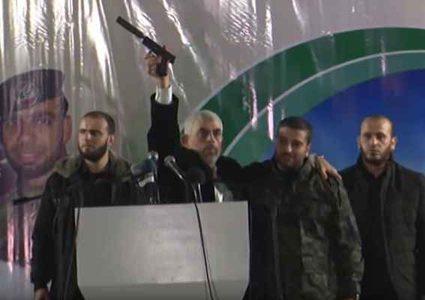 بعد 4 جولات.. انتخاب السنوار للمرة الثانية رئيسا لمكتب حماس السياسي في غزة، وهنية يسارع الى تهنئته