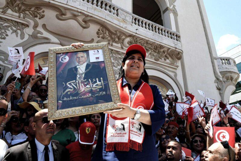 التونسيون يفتحون الصندوق الأسود لـ