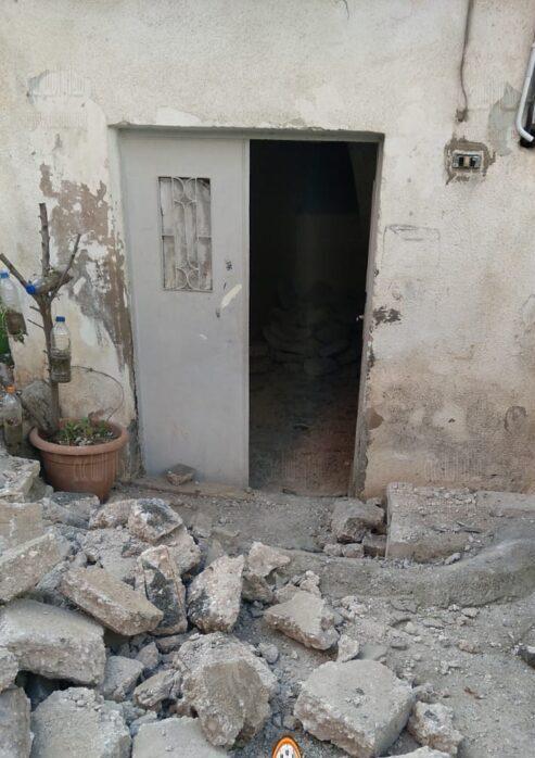 إخلاء سكان منزل انهار جزء منه في ضاحية الامير حسن