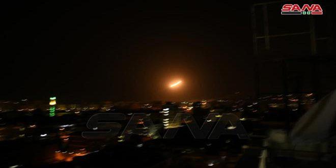 الدفاعات السورية تتصدى لعدوان إسرائيلي في محيط دمشق اوقع 4 جرحى فجر اليوم، وتسقط معظم الصواريخ المعادية