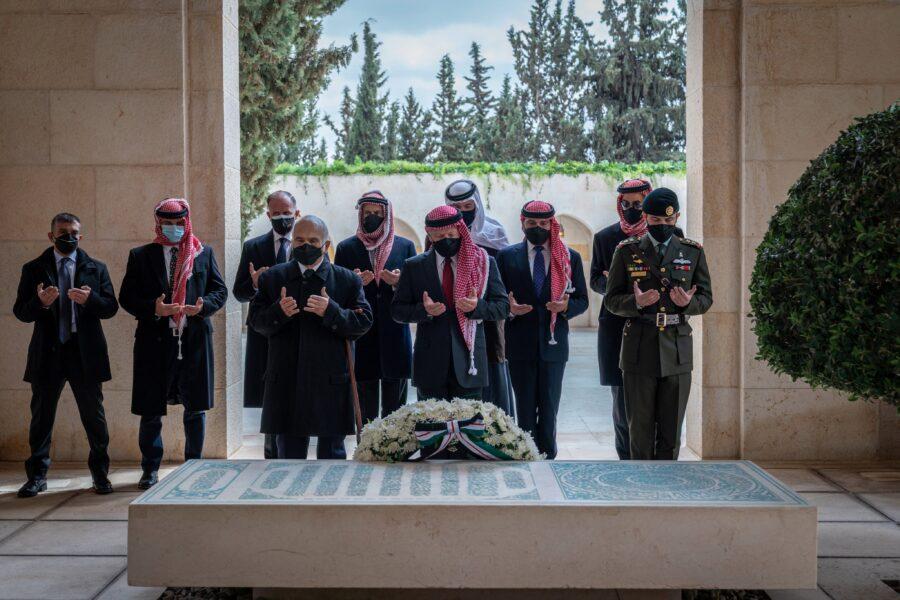 بادره لها معناها.. الملك وأمراء الاسرة الهاشمية يزورون معاً الأضرحة الملكية في ذكرى مئوية تأسيس الدولة الأردنية