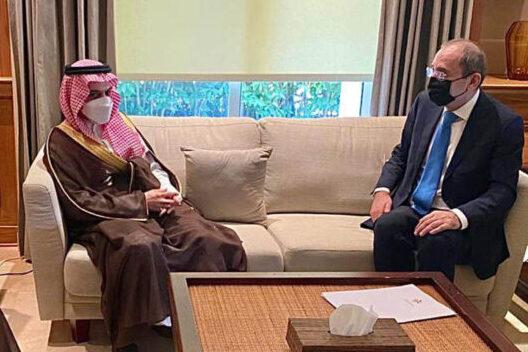 وزير الخارجية السعودي يحمل رسالة للملك من خادم الحرمين