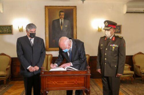 الرئيس التونسي يزور ضريح جمال عبد الناصر ويكتب: لا زالت عديد مواقفه ومناقبه حاضرة إلى حد هذا اليوم في أذهان الكثيرين