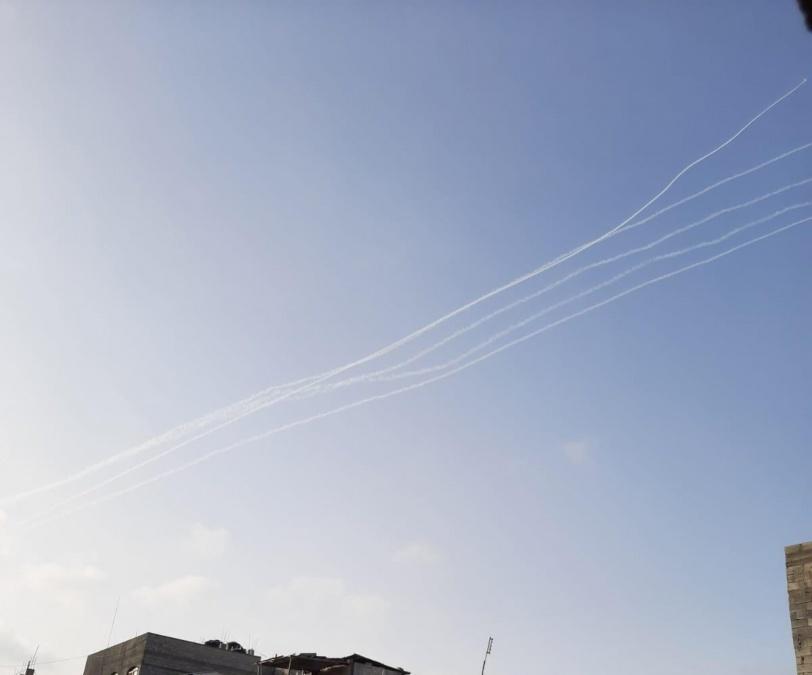 صوارخ المقاومة تقصف القدس وتل ابيب ومستوطنات الغلاف، وطائرات العدو توقع 21 شهيدا في قطاع غزة/ فيديو