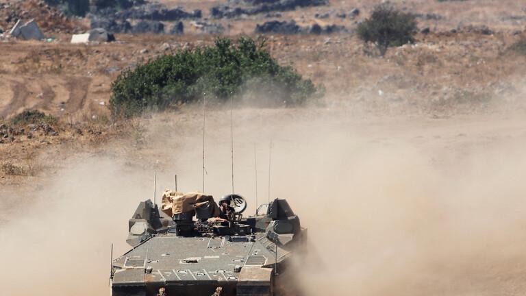 دبابات جيش العدو تطلق النار باتجاه مجموعات شعبية اجتاوت حدود لبنان باتجاه الاراضي الفلسطينية/ فيديو