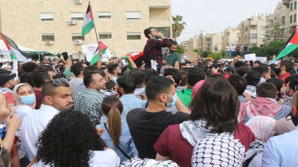 نصرة للقدس.. وقفة احتجاجية في عمان تطالب بطرد سفير العدو واغلاق سفارته والغاء اتفاقيتي وادي عربة والغاز/ فيديو