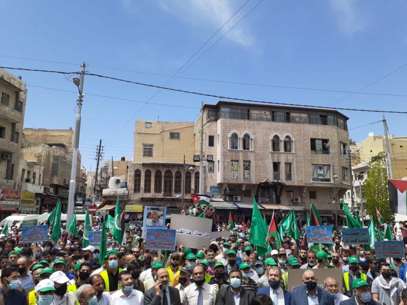 اعتصام حاشد أمام المسجد الحسيني بعمان بعد صلاة الجمعة نصرة للقدس والمرابطين في الشيخ جراح