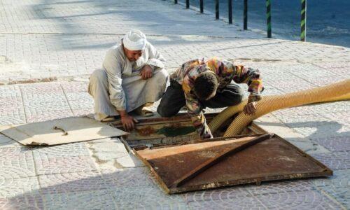 يحدث في عهد السيسي.. مصرع 6 عمال مصريين في بالوعة مجاري