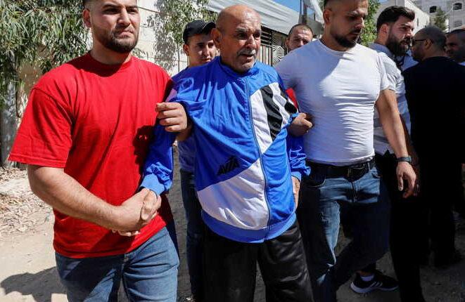 استنكار واسع لجريمة سلطة عباس باغتيال المعارض الوطني والقومي نزار بنات اثناء اعتقاله وضربه على رأسه/ فيديو
