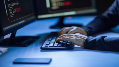 تعزيز التنسيق بين النيابة العامة ووحدة مكافحة الجرائم الإلكترونية