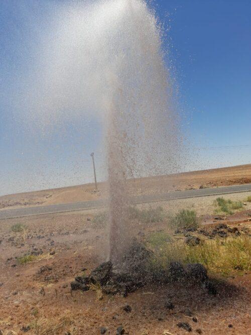 مجهولون يعتدون على خط المياه الناقل لمنطقة الصفاوي