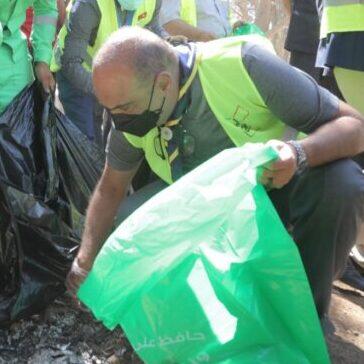 رئيس الوزراء يشارك في حملة النظافة العامة بعمان