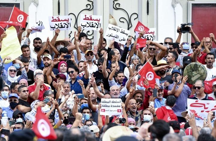 هل يحول نفسه الى دكتاتور؟.. الرئيس التونسي ينسف اغلب فصول الدستور ويتولي مهام السلطتين التنفيذية والتشريعية
