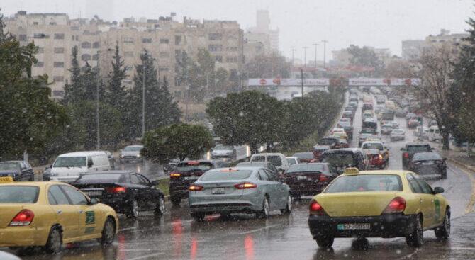 الأرصاد الجوية تحذر من الانزلاق على الطرقات جراء تساقط ألامطار